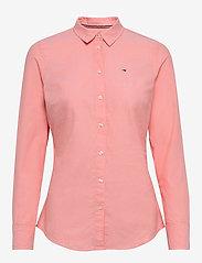 Tommy Jeans - TJW SLIM FIT OXFORD SHIRT - langærmede skjorter - pink icing - 0