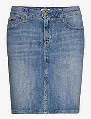 Tommy Jeans - CLASSIC DENIM SKIRT - jupes en jeans - victoria lt bl str - 0