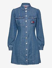 Tommy Jeans - TJW CHAMBRAY SHIRT DRESS - summer dresses - mid indigo - 0