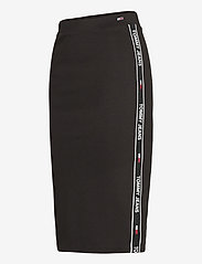 Tommy Jeans - TJW BODYCON TAPE DETAIL SKIRT - midi kjolar - black - 2