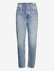 Tommy Jeans - MOM JEAN ULTRA HR TPRD EMF SPLBR - mom jeans - emf sp lb rgd - 0