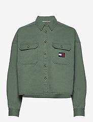 Tommy Jeans - TJW CROPPED UTILITY SHIRT - kläder - desert olive - 0