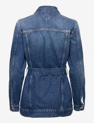 Tommy Jeans - LONG BELTED TRUCK JK AE736 SMBR - denim jackets - denim medium - 1