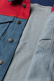 Tommy Jeans - TJM CLASSIC TRUCKER JKT CBMBLCO - denim jackets - color block mid blue comfort - 4
