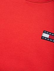 Tommy Jeans - TJM TOMMY BADGE CREW - kläder - flame scarlet - 2