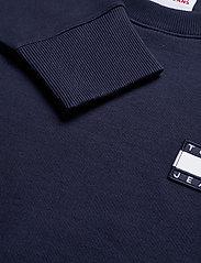 Tommy Jeans - TJM TOMMY BADGE CREW - kläder - twilight navy - 2