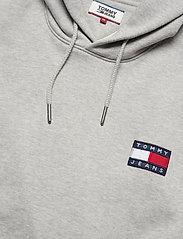 Tommy Jeans - TJM TOMMY BADGE HOODIE - hoodies - light grey htr - 2