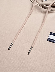 Tommy Jeans - TJM TOMMY BADGE HOODIE - hoodies - soft beige - 2