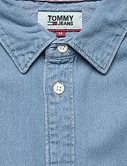 Tommy Jeans - TJM DENIM SHIRT - podstawowe koszulki - mid indigo - 3