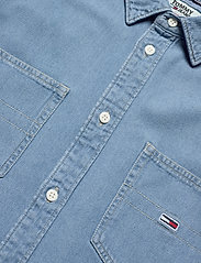 Tommy Jeans - TJM DENIM SHIRT - podstawowe koszulki - mid indigo - 2