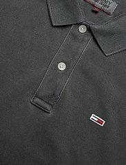 Tommy Jeans - TJM GARMENT DYE POLO - short-sleeved polos - black - 2