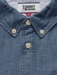 Tommy Jeans - TJM CHAMBRAY BADGE SHIRT - denim shirts - mid indigo - 2