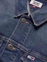 Tommy Jeans - REGULAR TRUCKER JACK - farkkutakit - devi dk bl com - 2