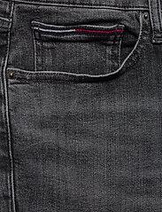 Tommy Jeans - SCANTON SLIM SHORT C - denim shorts - court bk str - 2