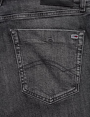 Tommy Jeans - SCANTON SLIM SHORT C - denim shorts - court bk str - 4