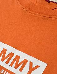 Tommy Jeans - TJM WHITE BOX LOGO TEE - short-sleeved t-shirts - bonfire orange - 2