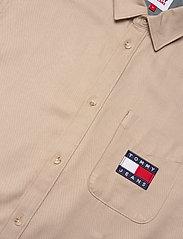 Tommy Jeans - TJM BADGE TENCEL TWILL SHIRT - basic skjortor - soft beige - 4