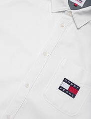 Tommy Jeans - TJM BADGE TENCEL TWILL SHIRT - basic skjortor - white - 3