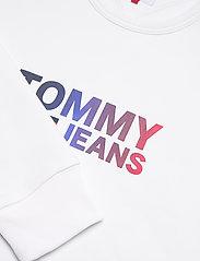 Tommy Jeans - TJM OMBRE CORP LOGO CREW - kläder - white - 2