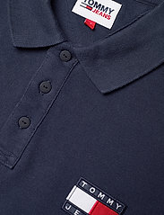 Tommy Jeans - TJM TOMMY BADGE LIGHTWEIGHT POLO - kortärmade pikéer - twilight navy - 2