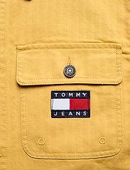 Tommy Jeans - TJM BADGE WORKER JACKET - tunna jackor - dusty gold - 4