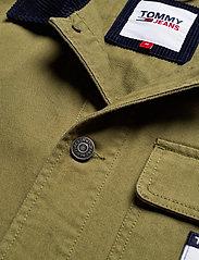 Tommy Jeans - TJM BADGE WORKER JACKET - tunna jackor - uniform olive - 2
