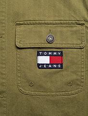 Tommy Jeans - TJM BADGE WORKER JACKET - tunna jackor - uniform olive - 4