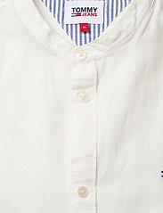 Tommy Jeans - TJM MAO LINEN BLEND SHIRT - rutiga skjortor - white - 2