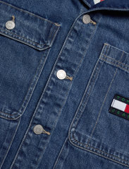 Tommy Jeans - BOXY SHIRT JACKET AE731 SVMBR - denim jackets - denim medium - 2