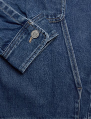Tommy Jeans - BOXY SHIRT JACKET AE731 SVMBR - denim jackets - denim medium - 3