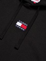 Tommy Jeans - TJM TOMMY BADGE HOODIE - hoodies - black - 2