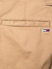 Tommy Jeans - TJM SCANTON CHINO SHORT - chinos shorts - classic khaki - 4