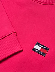 Tommy Jeans - TJW TOMMY BADGE CREW - sweatshirts - blush red - 2