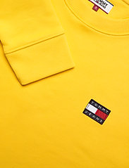 Tommy Jeans - TJW TOMMY BADGE CREW - sweatshirts - spectra yellow - 2