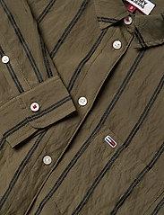 Tommy Jeans - TJW FRONT KNOT SHIRT - langærmede skjorter - olive tree / black - 2