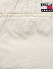Tommy Jeans - TJW ESSENTIAL CHINO SHORT - chino shorts - light silt - 4