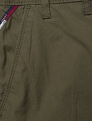Tommy Jeans - TJW ESSENTIAL CHINO SHORT - chino shorts - olive tree - 2