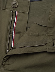 Tommy Jeans - TJW ESSENTIAL CHINO SHORT - chino shorts - olive tree - 3