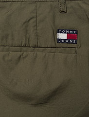 Tommy Jeans - TJW ESSENTIAL CHINO SHORT - chino shorts - olive tree - 4