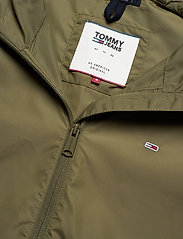 Tommy Jeans - TJW CHEST LOGO WINDBREAKER - vestes legères - olive tree - 3