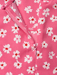 Tommy Jeans - TJW PRINTED PEPLUM TOP - short-sleeved blouses - floral print / glamour pink - 3