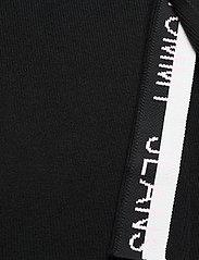 Tommy Jeans - TJW SWEATER SKIRT - midi kjolar - black - 5