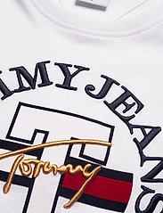 Tommy Jeans - TJW RELAXED CIRCLE SIGNATURE TEE - t-shirts - white - 2