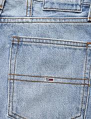 Tommy Jeans - MOM JEAN ULTRA HR TPRD EMF SPLBR - mom jeans - emf sp lb rgd - 4