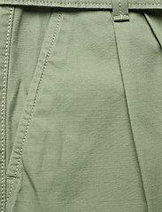 Tommy Jeans - TJW MOM BELTED SHORT - paper bag shorts - desert olive - 3