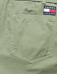 Tommy Jeans - TJW MOM BELTED SHORT - paper bag shorts - desert olive - 4