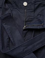 Tommy Jeans - TJW MOM BELTED SHORT - paper bag shorts - twilight navy - 3