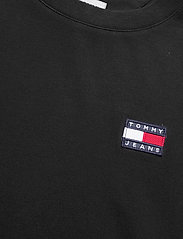 Tommy Jeans - TJW OVERSIZED BADGE TEE DRESS - t-shirts - black - 2