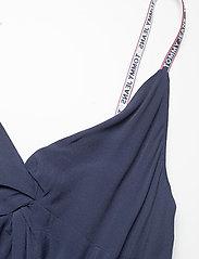 Tommy Jeans - TJW ESSENTIAL STRAP DRESS - sommarklänningar - twilight navy - 2