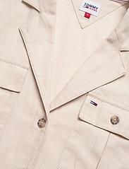 Tommy Jeans - TJW BOWLING SHIRT - kortärmade skjortor - sugarcane - 2